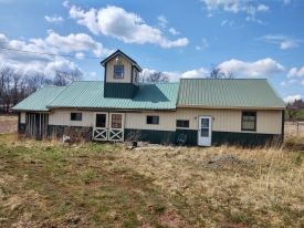 Newer Barn on a corner parcel - HORSE LOVERS DELIGHT