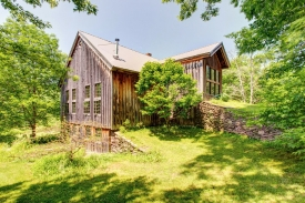 DRAMATIC CONVERTED & RENOVATED BARN - UNIQUE & ELEGANT CHARM